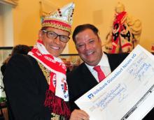 Volksbank-Spende für den Rosenmontagszug