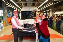 30 Mercedes-Benz Sprinter und Provinzial-Versicherungspolice übergeben