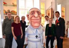 Papst Franziskus im Haus des Karneval